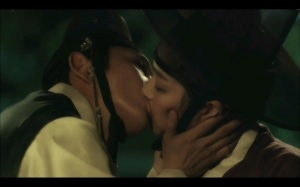 Scholar Who Walks the Night Korean Drama - Lee Joon Gi and Lee Yu Bi Kiss