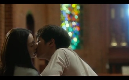 Yong Pal Korean Drama - Joo Won and Kim Tae Hee Kiss